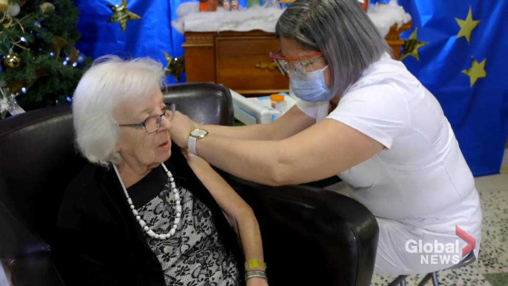 Click to play video 'Seniors in Montreal aged 85 and older can start booking vaccination appointments'