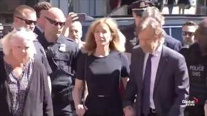Felicity Huffman arrives to court for sentencing in college bribery scandal (01:03)