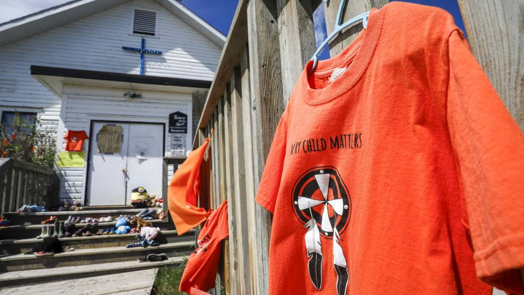 'Churches targeted by vandals, arsonists aft  unmarked graves recovered  astatine  residential schoolhouse  sites'