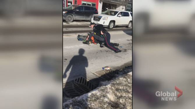 Click to play video: OPP will lead investigation into conduct of Barrie police officer after 'violent' arrest