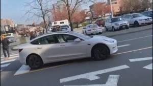 Video shows dangerous driverless Tesla