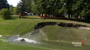 Ruptured water main causes extensive damage in West Island (01:44)