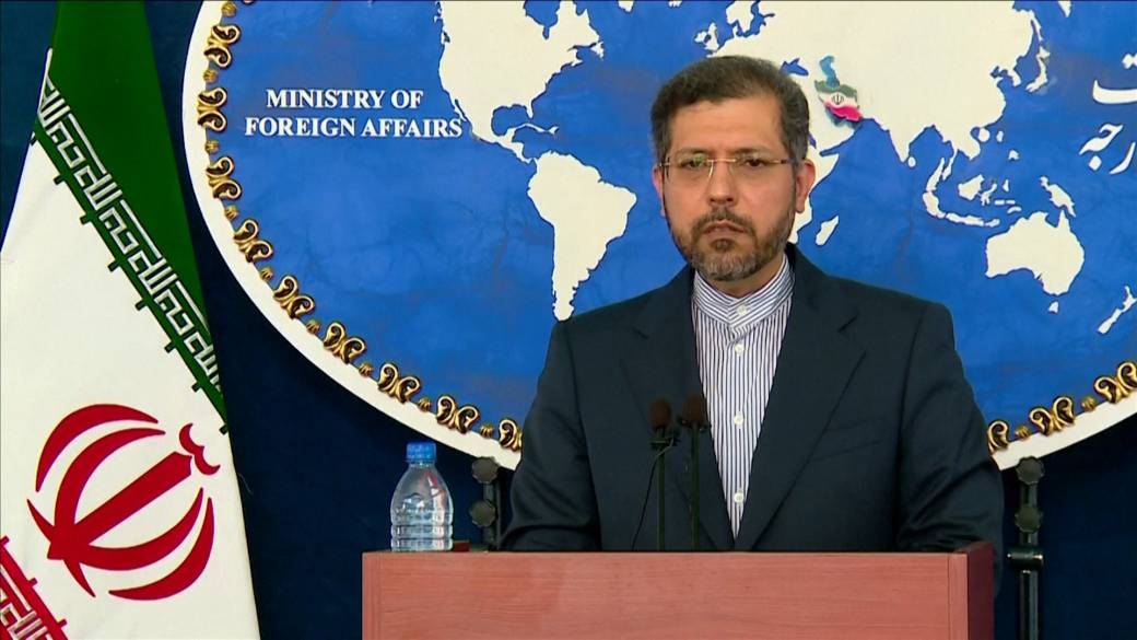 Click to play video: 'Iran blames Israel for outage at underground Natanz nuclear site'