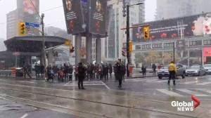 Moment of silence for Remembrance Day observed at Toronto intersection