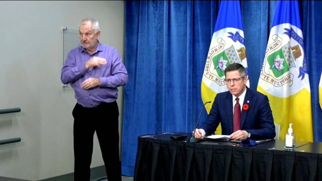 Click to play video 'Coronavirus: Winnipeg Mayor says return to province-wide Level Red was 'needed''