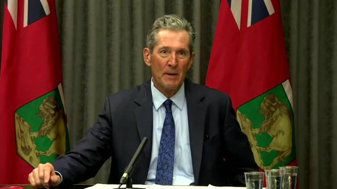 Click to play video: Manitoba teachers can head to North Dakota for vaccine