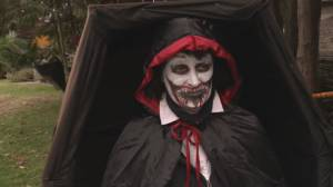 Vancouver resident commits to Halloween 'live actor' exhibit (01:24)