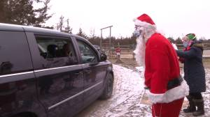 Animal sanctuary west of Kingston hosts socially distance drive-thru with Santa (01:58)