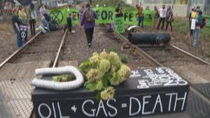 TransMountain pipeline opponents set up rail blockade in Vancouver