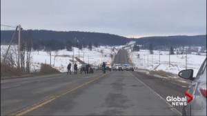 Video captures arrest of suspects on Highway 97 (00:50)