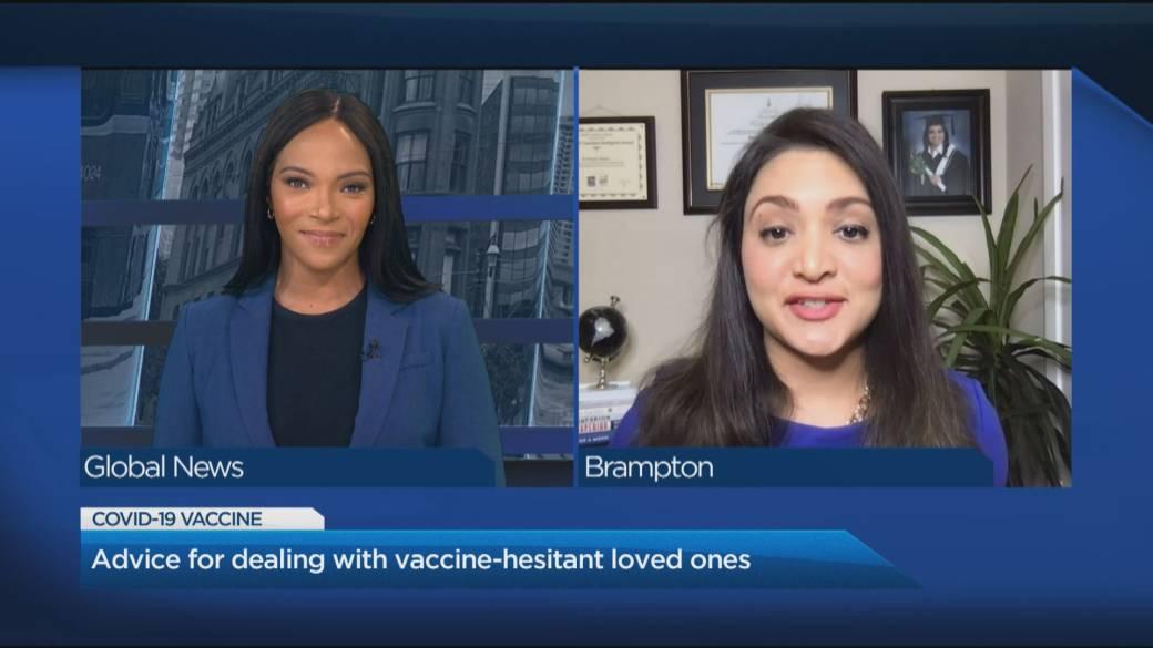 Haga clic para reproducir el video: 'Cómo un científico de Toronto usó los hechos para convencer a su abuela de recibir una inyección en el brazo'