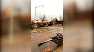 Video shows moment tornado makes landfall in Mississippi neighbourhood (00:59)