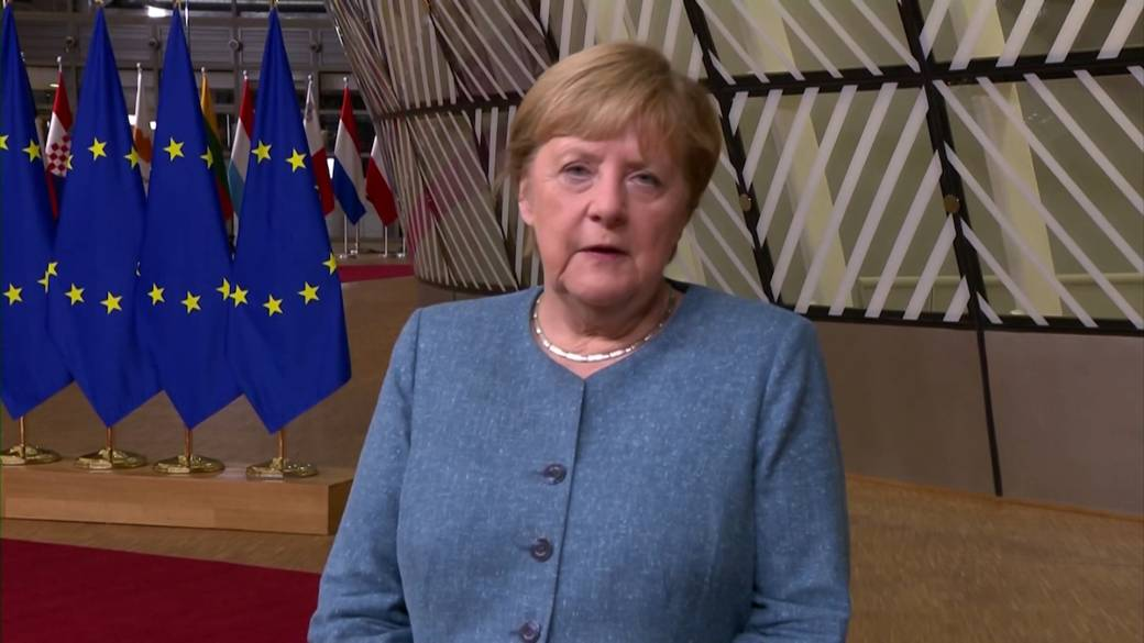 Click to play video 'German Chancellor Angela Merkel says EU sanctions against Belarus 'an important signal''