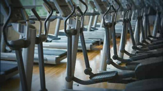 Click to play video: One dead, hundreds infected after COVID-19 outbreak at Quebec City gym