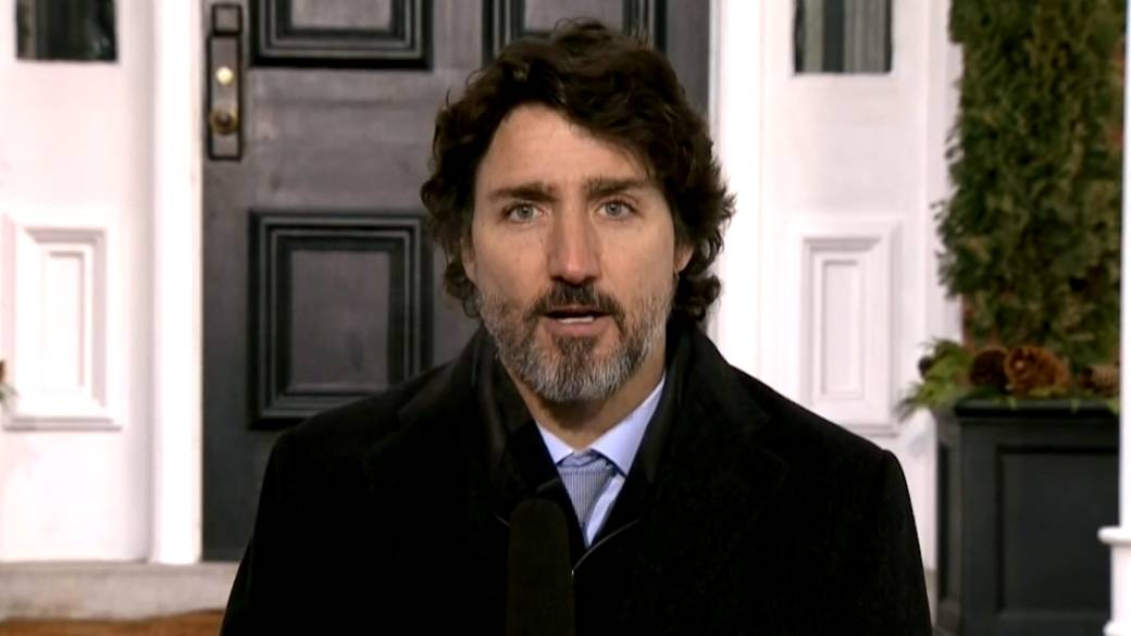 Click to play video 'Coronavirus: Trudeau comments on strengthening COVID-19 travel measures'
