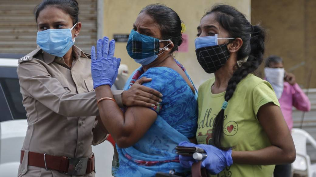 Click to play video: 'India's COVID-19 death toll exceeds 200,000'