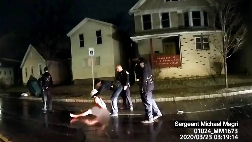 Click to play video 'Death of Black man in N.Y. being investigated after video shows police put hood over his head'