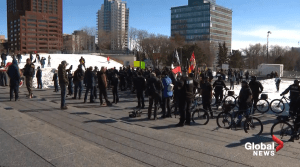 Hundreds gather for anti-mask rally in Edmonton (01:25)
