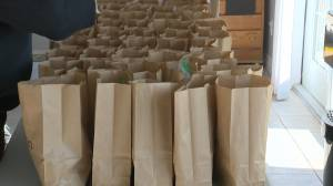 Taber shelter making free lunches for online students (01:48)