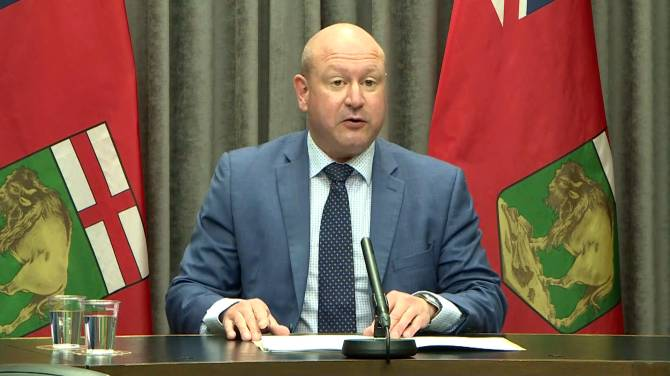 Click to play video: Manitoba reports another COVID-19 variant death, 251 new cases