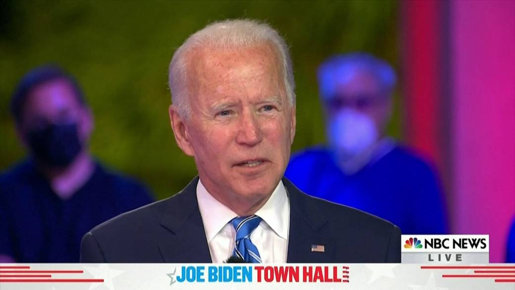 Click to play video 'Coronavirus: Biden says Trump 'responsible' for catching COVID-19 given stance on masks, social distancing'