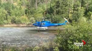 Helicopter drawing water to battle wildfire near Penticton (01:00)