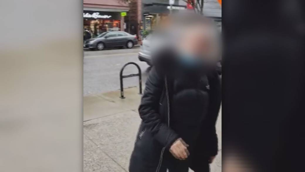 Click to play video 'Woman confronts B.C. Muslim outreach group in angry tirade on Vancouver street'