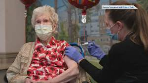 Oldest living Canadian on record receives COVID-19 vaccination in Toronto (01:52)