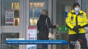 Christmas rush still on at Durham mall despite calls to stay home (02:14)