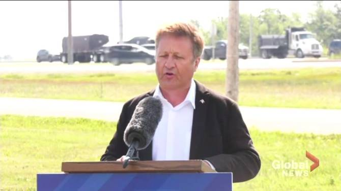 Click to play video: Manitoba infrastructure minister announces construction of new interchange at busy Winnipeg intersection