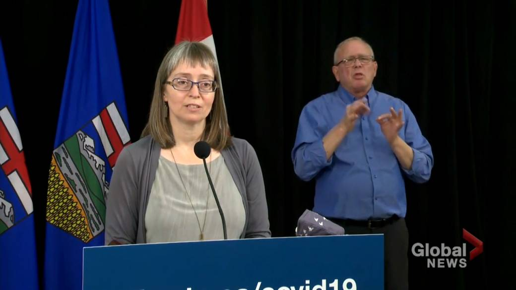 Click to play video 'Hinshaw says discussions still underway for Alberta's transition to federal COVID-19 tracing app'
