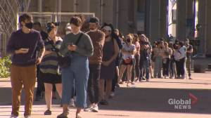Canada election: Long lines reported at some Toronto polling stations (02:35)