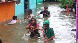 Thousands evacuated in India as torrential rains flood cities