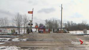 Federal minister offers to meet with Tyendinaga demonstrators if they remove blockade