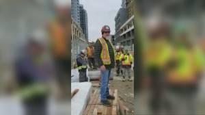 Construction worker airs coronavirus concerns at Toronto site (02:26)