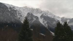 Avalanche near Pemberton kills two snow bikers (01:59)
