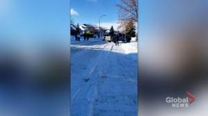 Saskatchewan CMHO, premier address rally outside Dr. Shahab's home (01:58)