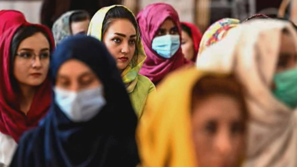 Click to play video: 'Taliban takeover sparks fears for future of Afghan women and girls'