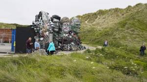 'Mount Recyclemore': Artist uses G7 heads to highlight e-waste (01:52)