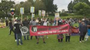 Canada's migrant workers protest, press for immigration changes (02:06)