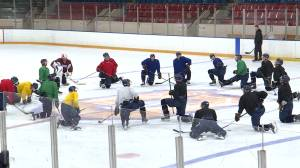 Queen's hockey Gaels believe in giving back to their community