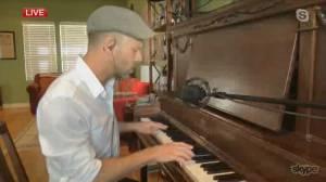 Jeffery Straker performs on Global News Morning (04:36)
