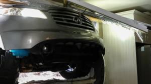 Brossard vehicle crashes into kitchen window