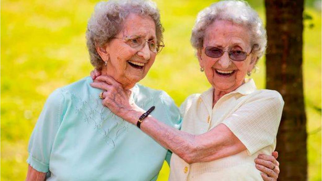 95-year-old identical twins say secret to long life is 'no sex,' lots of  beer - National | Globalnews.ca