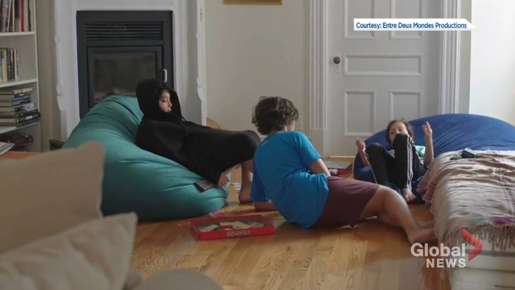 Click to play video 'Quebec families hit hard by COVID-19 second wave'