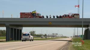 Public pays respect to fallen RCMP officer as remains return to Wolseley, Sask. (01:45)