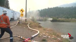 Town of Falkland, B.C., under evacuation order due to aggressive White Rock Lake wildfire (01:02)