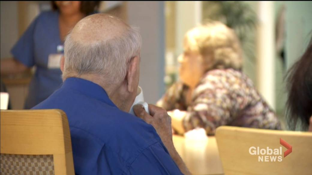 Click to play video: 'Quebec relaxes COVID-19 rules in long-term care homes, private seniors' residences'