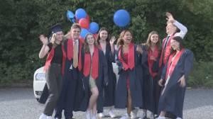 Car parade honours North Vancouver high school grads (00:43)
