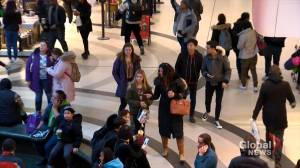 Last-minute shoppers dash for deals days away from Christmas